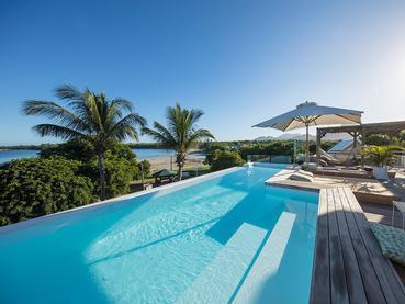 La superbe piscine rooftop du Veranda Tamarin