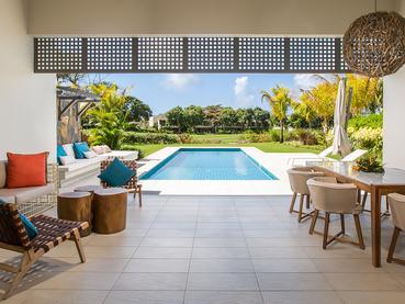 La piscine de la 2 Bedroom Prestige Villa de l'Anahita